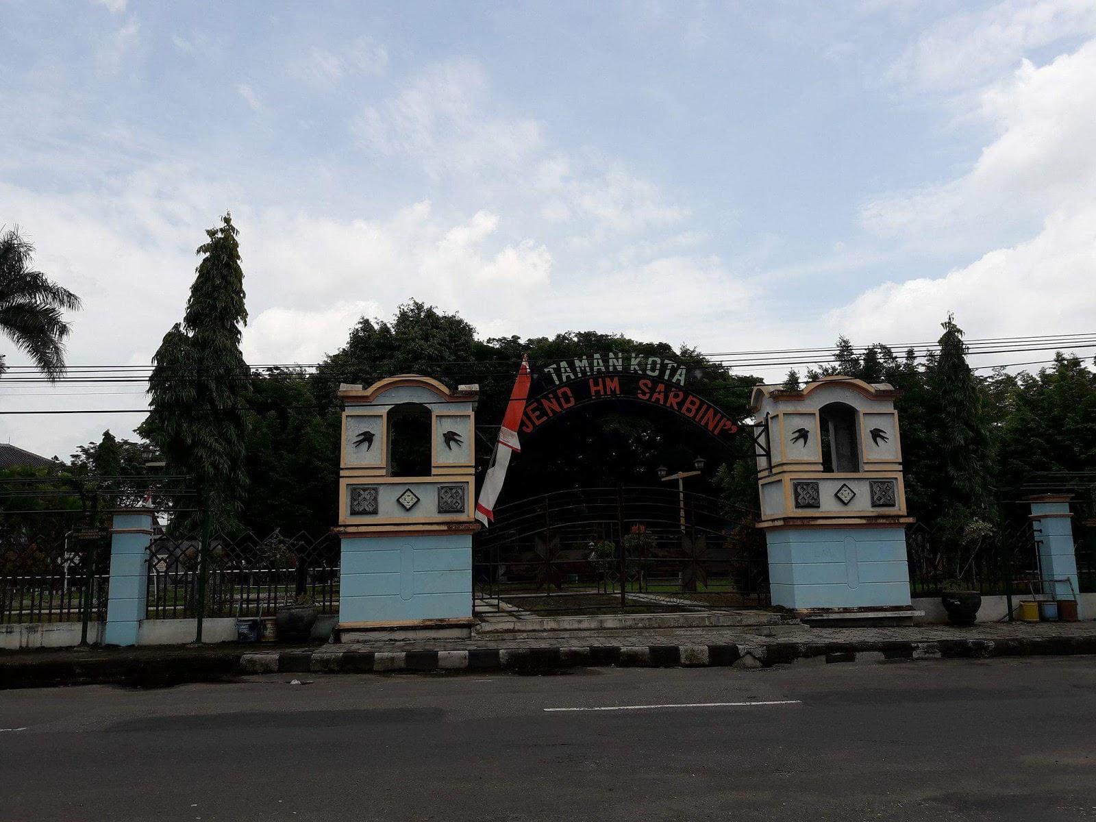 Santai Sejenak Taman Kota Jend Hm Sarbini Kebumen Cerita Jenderal