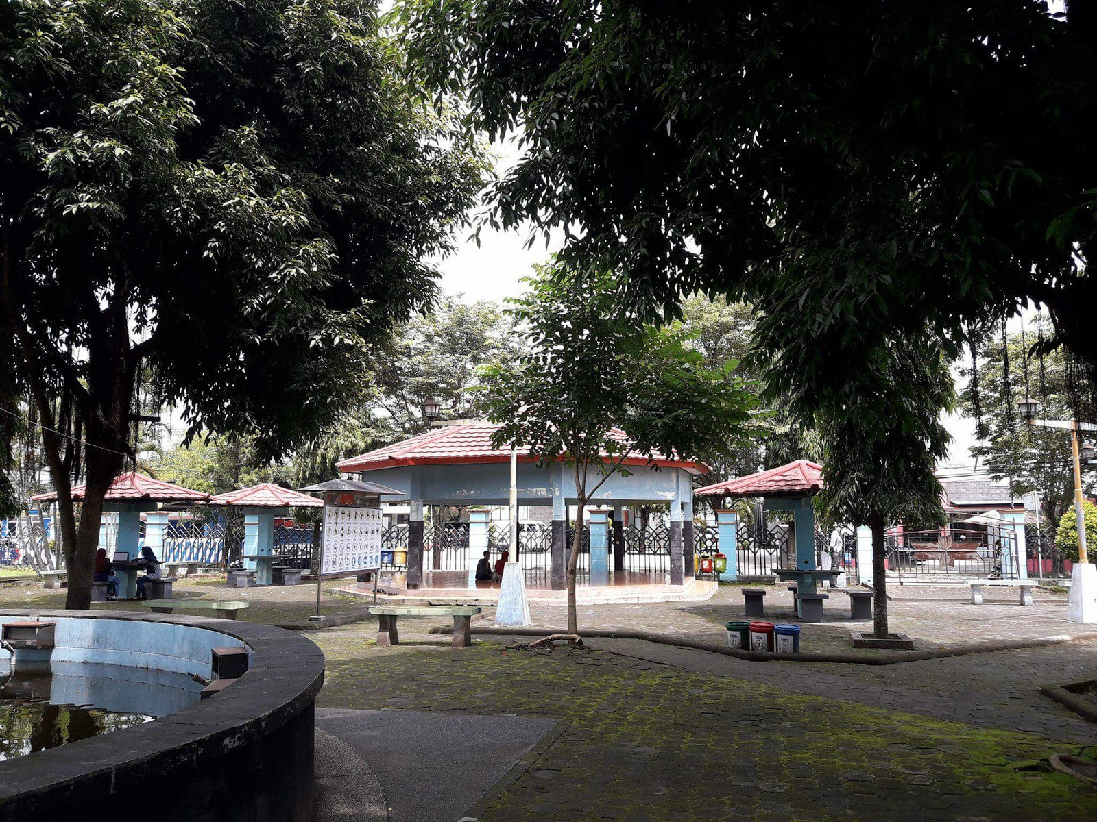 Santai Sejenak Taman Kota Jend Hm Sarbini Kebumen Cerita Tampak