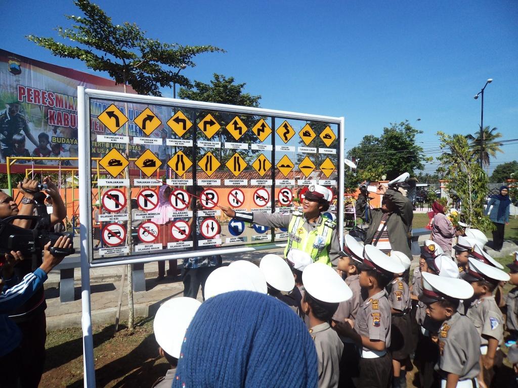 Taman Kota Lintas Kebumen Diresmikan Berita Dua Dibangun Jl Ahmad