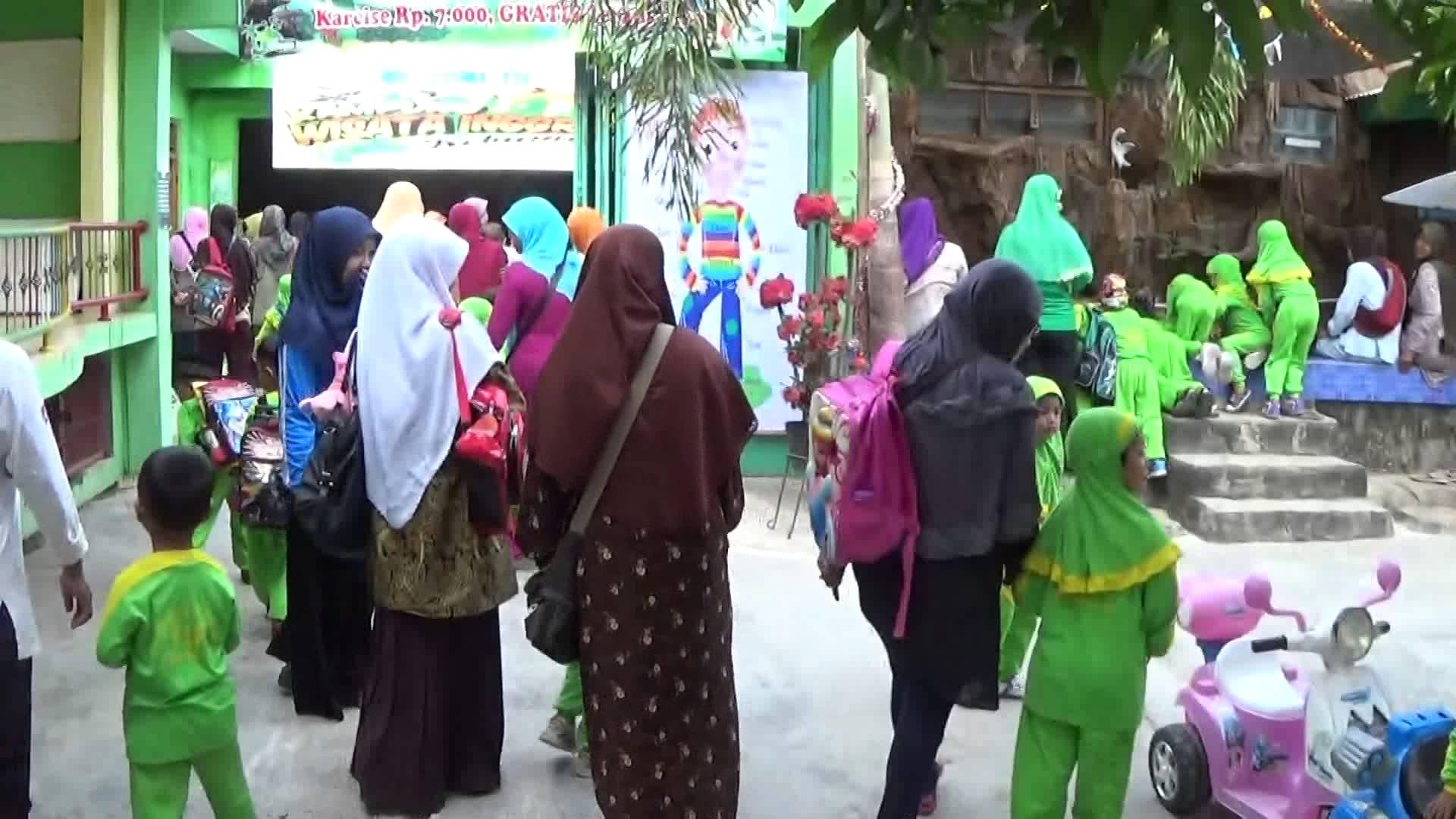 Suasana Taman Reptil Adiluhur Adimulyo Kebumen Youtube Kab