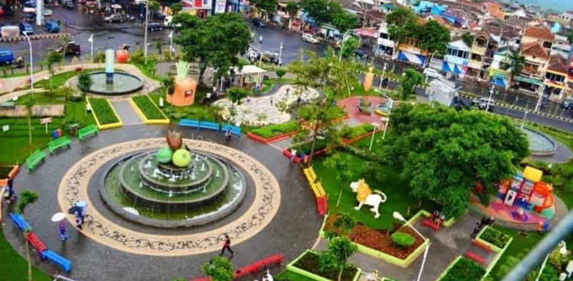 Keunikan Menjadikan Alun Kota Kediri Menarik Ulinulin Town Square Dikenal