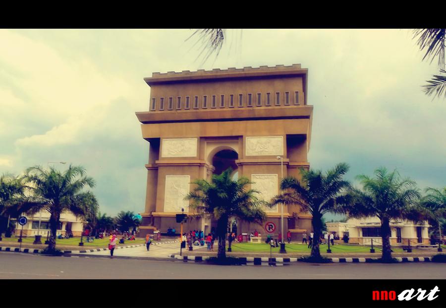 Monumen Simpang Lima Gumul Slg Kediri Arc De Triomphe Tuesday