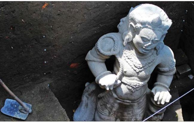 Arca Dwarapala Nandicwara Berdiri Temuan Tim Arkenas Diduga Area Penggalian
