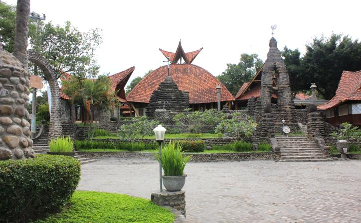 Indahnya Wisata Rohani Kediri Jawa Timur Gereja Pohsarang Lotus Garden