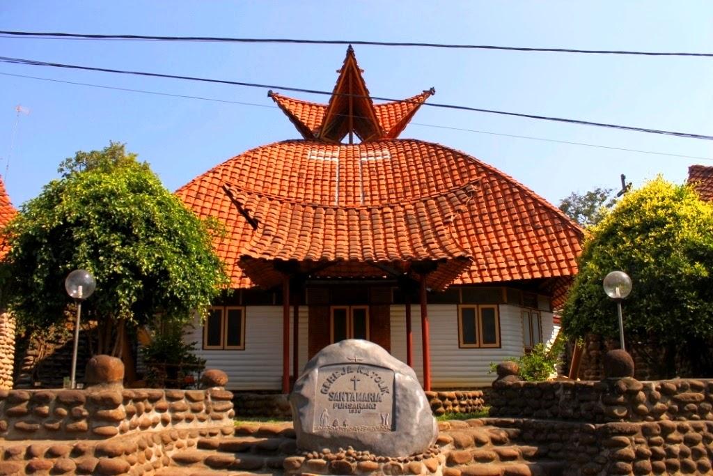 Karo Siadi Atap Rumah Adat Gereja Pohsarang Kediri Katolik Santa