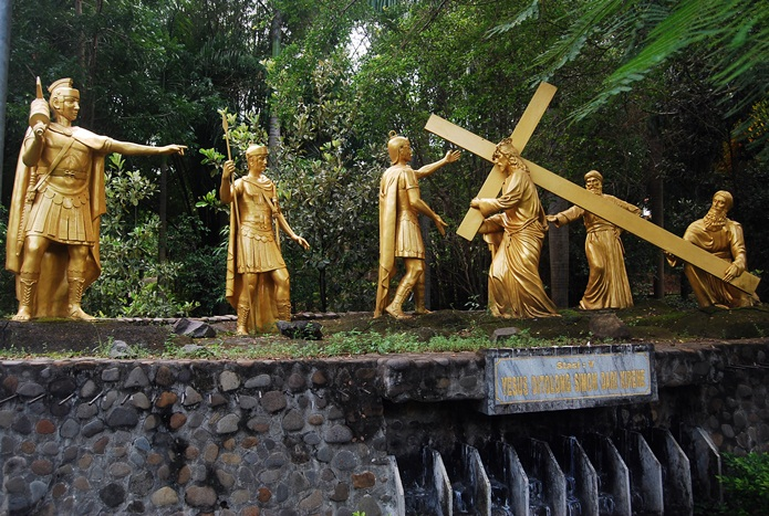 Menjenguk Kota Apel 2 Wisata Ziarah Gua Maria Pohsarang Dhenok