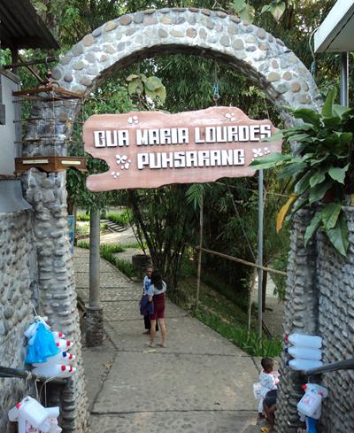 Objek Wisata Gua Maria Lourdes Puhsarang Kediri Gereja Kab