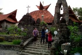 Pengunjung Gereja Pohsarang Meningkat Surya Puhsarang Kab Kediri