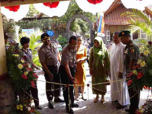 Pos Keamanan Bersama Gereja Puhsarang Diresmikan Tribratanews Peresmian Depan Oleh