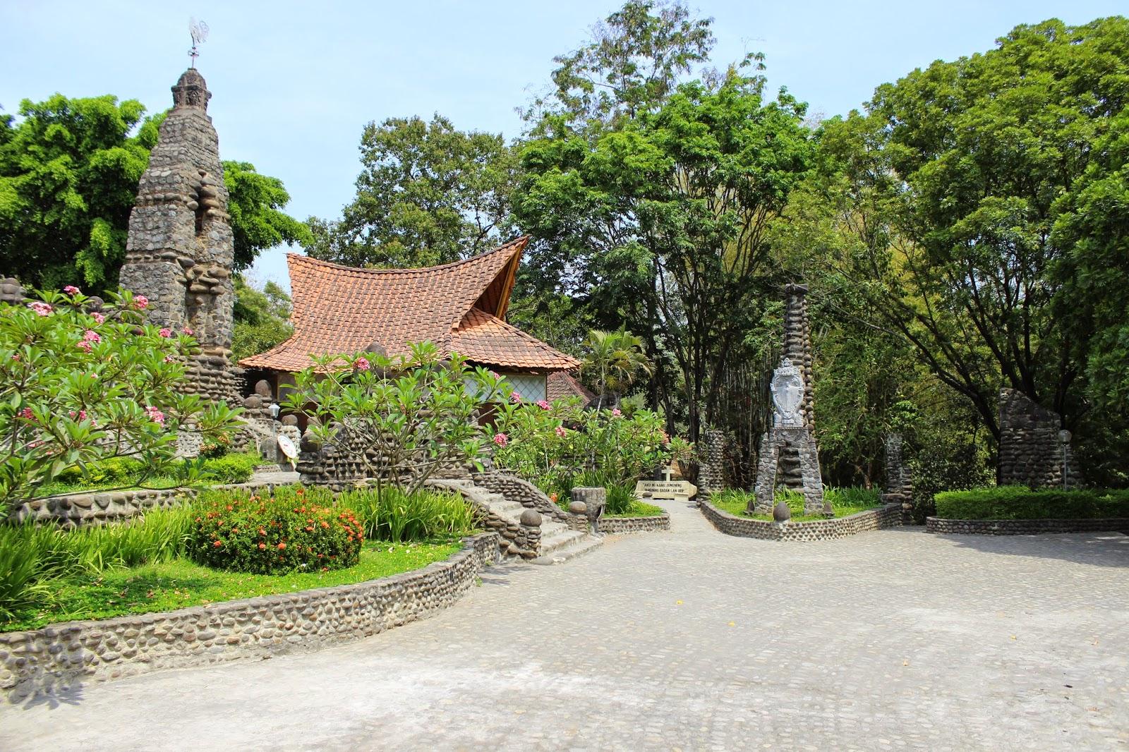 Wisata Kediri Gereja Tua Puhsarang Terletak Gunung Klotok Lereng Wilis