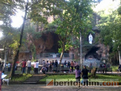 Wisatawan Serbu Wisata Religi Goa Pohsarang Kediri Beritajatim Gereja Puhsarang