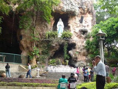 Gereja Puh Sarang Indonesian Gua Maria Lourdes Sumber Foto Http