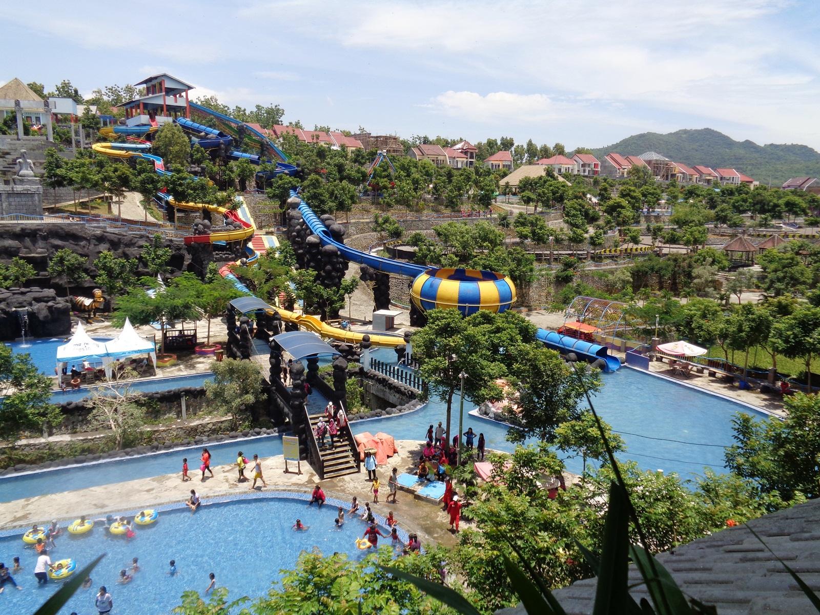 10 Tempat Wisata Kediri Wajib Dikunjungi Waterpark Gumul Paradise Island