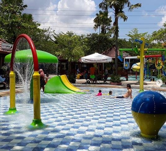 Daftar Tempat Wisata Menarik Kediri Gumul Paradise Island Waterpark Kab