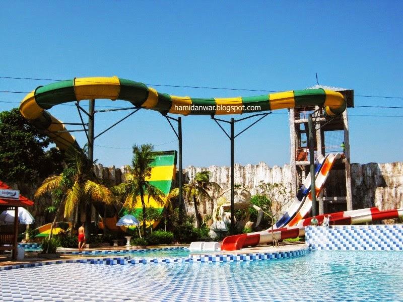 Traveling Prosodan Gumul Paradise Island Kediri Boomerang Slide Kab