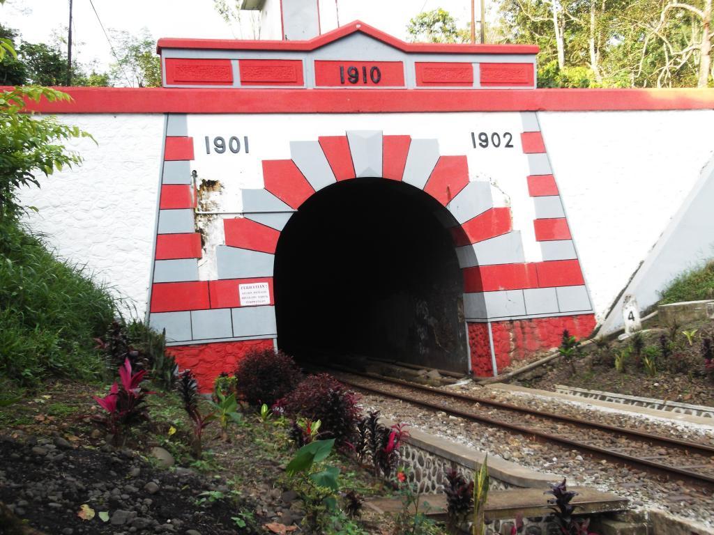 Jawa Timur Halaman 6 Paket Tour Domestik Internasional Tiket Terowongan