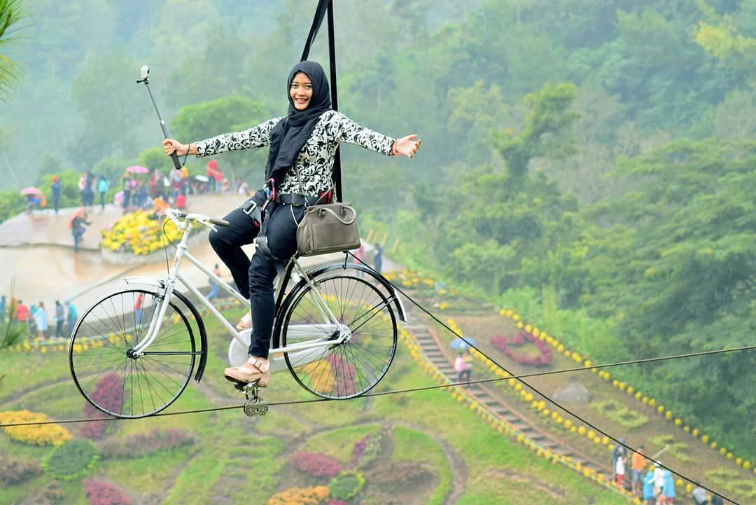 Jawa Timur Tempat Wisata Indonesia Sepeda Gantung Berani Coba Foto