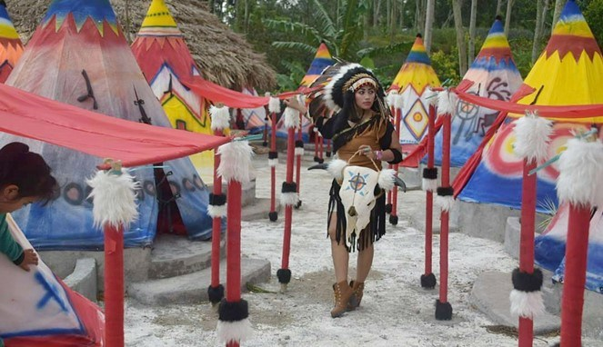 Wisata Kediri Jadi Suku Indian Sehari Traveling Yuk Istana Jambu