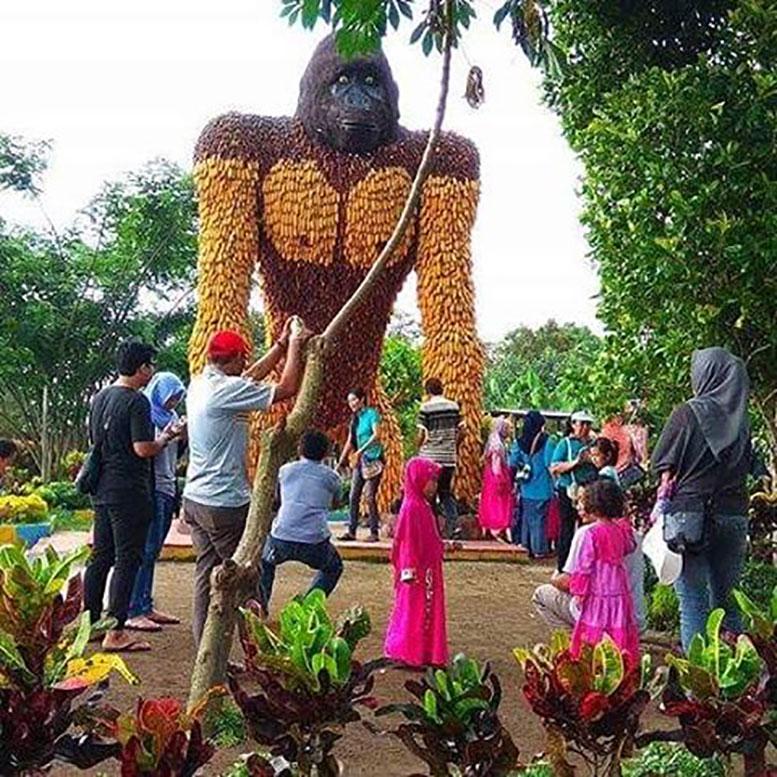Warna Warni Kampung Anggrek Kediri Patung Gorilla Kab