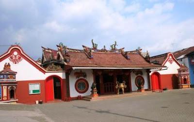 Kelenteng Tjoe Hwie Kiong Kediri 300 Kembali Hotel Setelah Jamuan