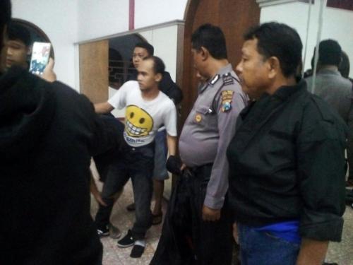 Polisi Lumpuhkan Pria Penyerang Klenteng Tjoe Hwie Kiong Kediri Kelenteng