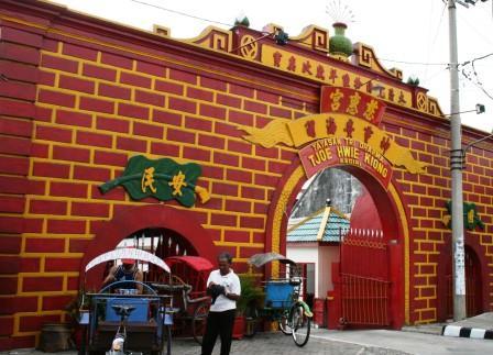 Temple Tjoe Hwie Kiong Kediri City Kelenteng 300 Gerbang Sudut