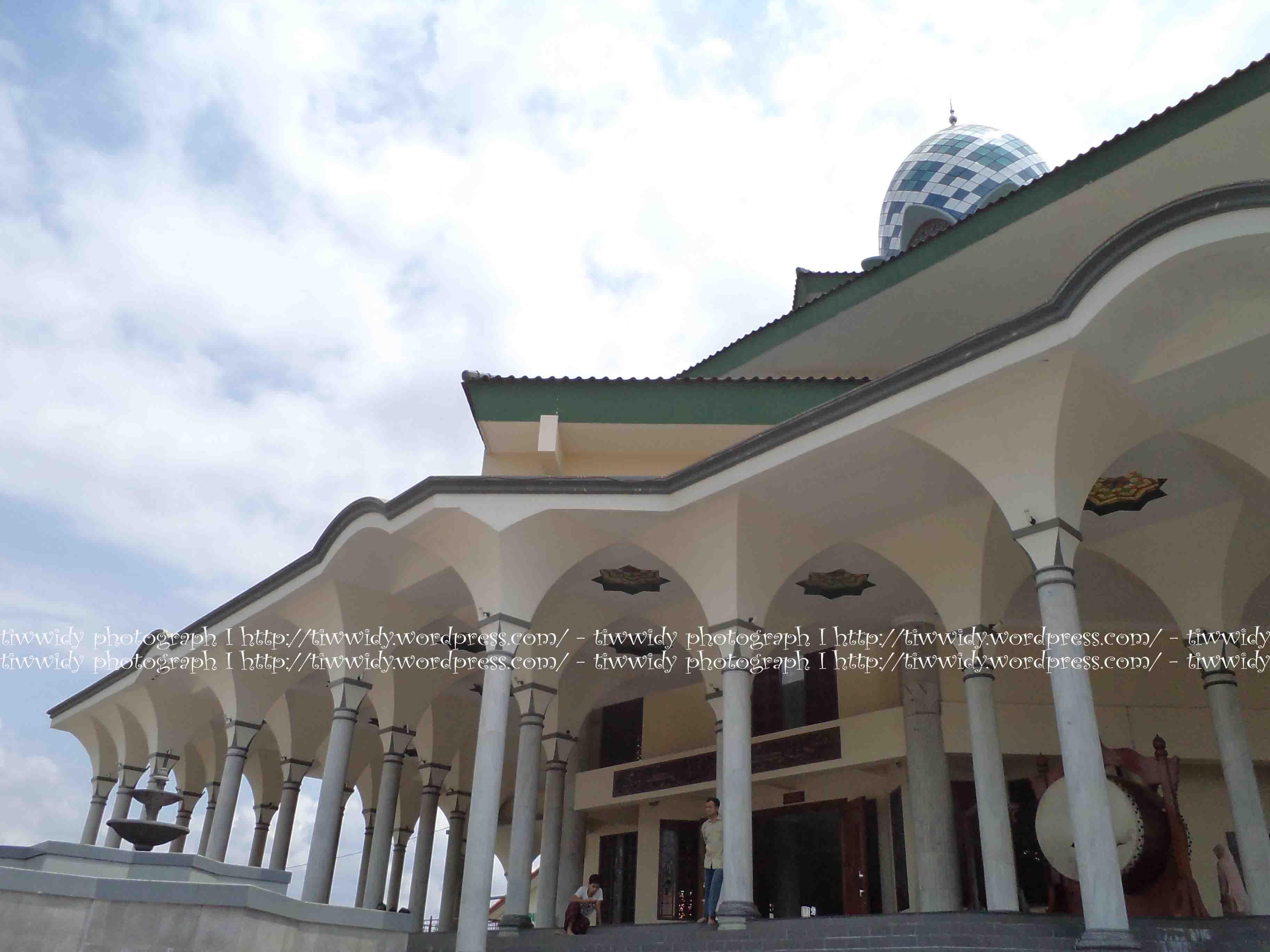 Masjid Agung Kota Kediri Kemegahannya Wee World Menara Kab