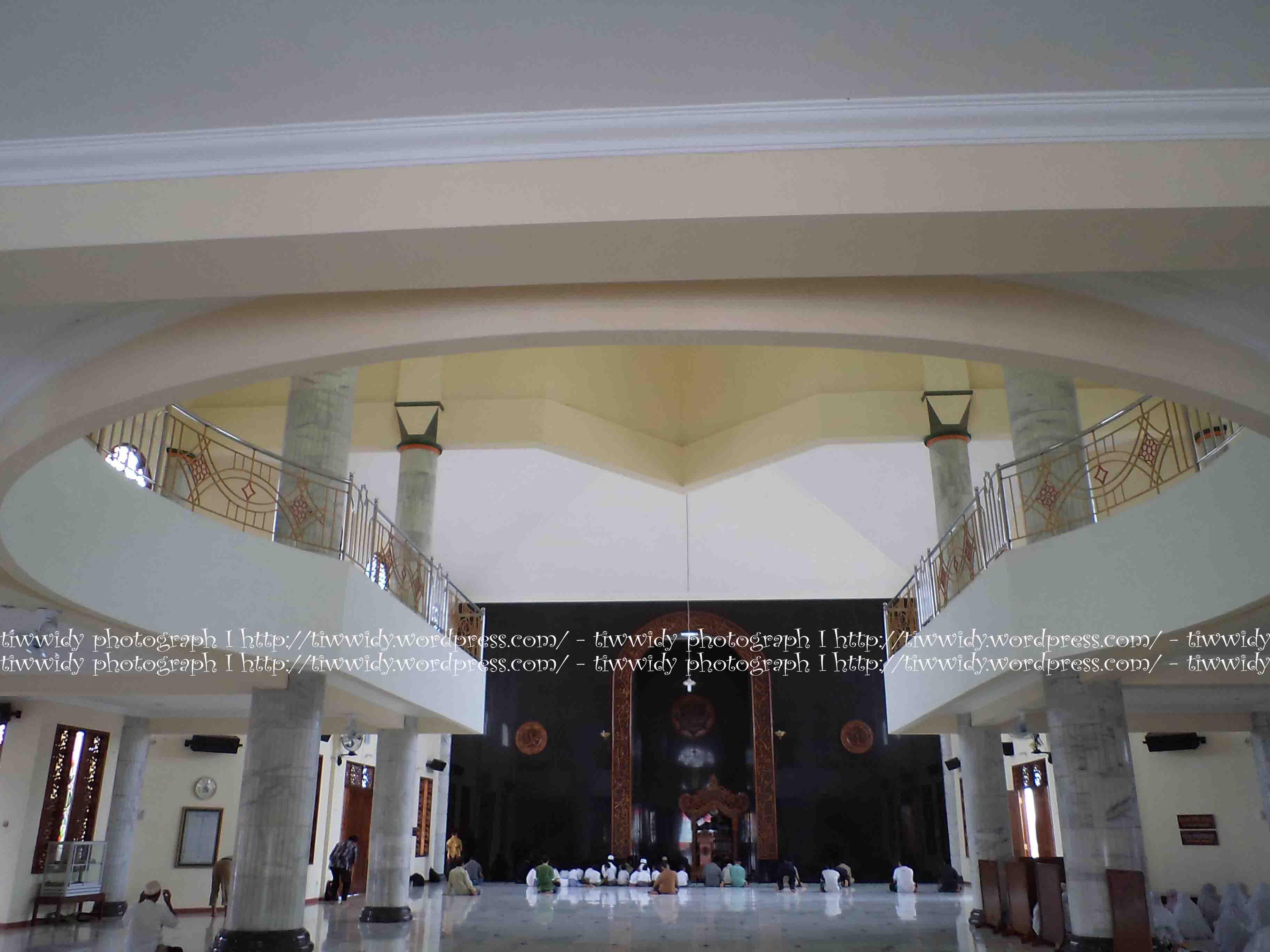 Masjid Agung Kota Kediri Kemegahannya Wee World Tampak Samping Kiri