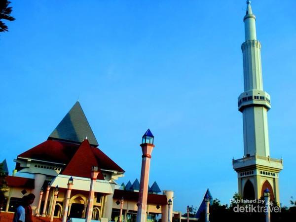 Masjid Agung Nur Pare Kediri Arsitekturnya Unik Sisi Luar Kanan