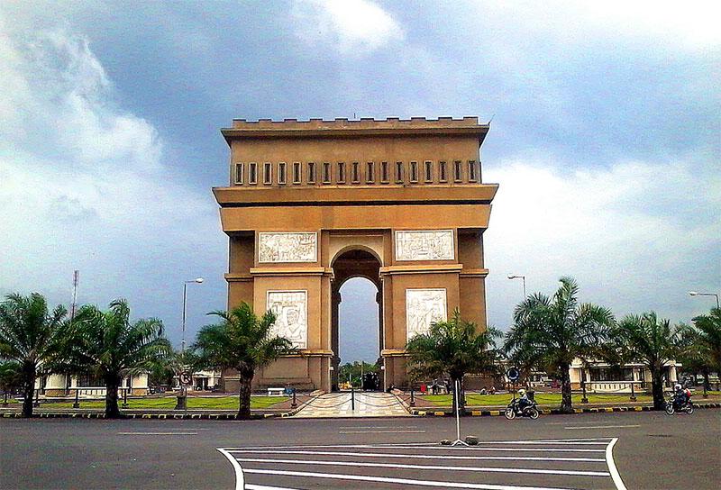 Monumen Simpang Lima Gumul Wikipedia Bahasa Indonesia Ensiklopedia Bebas Masjid