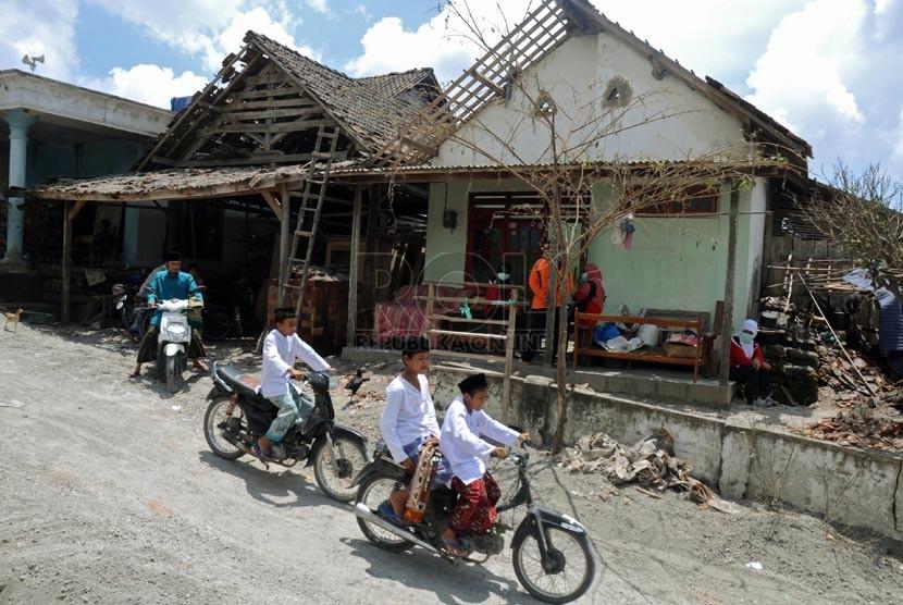 Puluhan Masjid Rusak Akibat Erupsi Gunung Kelud Republika Online Warga