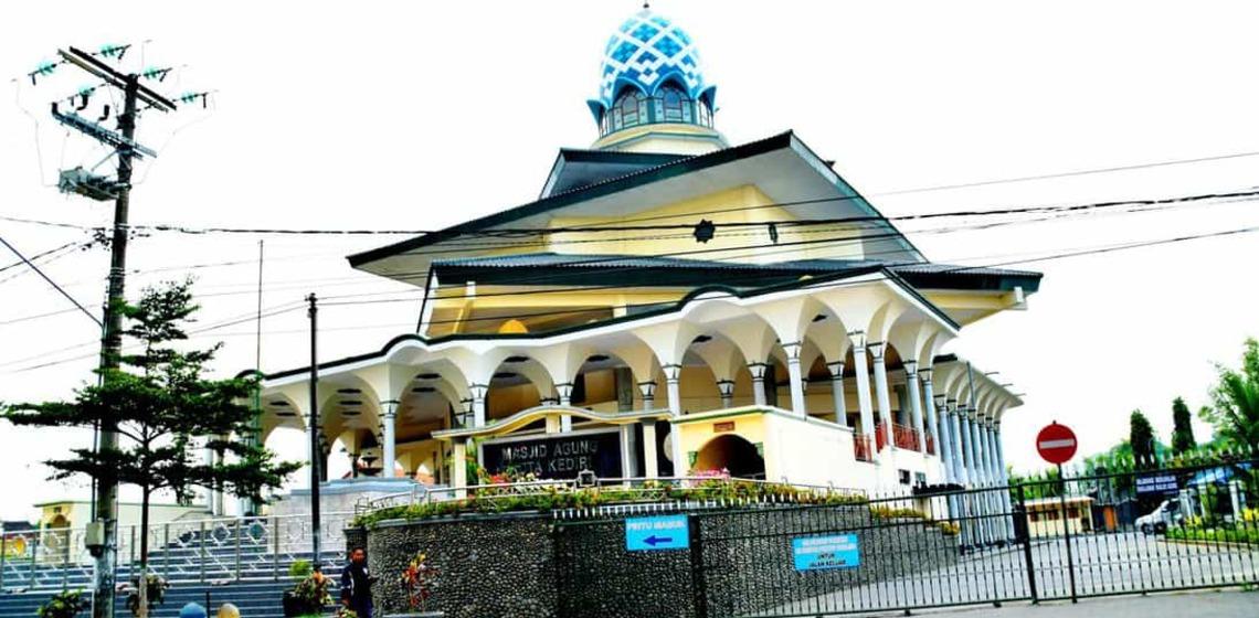 Susunan Bangunan Masjid Agung Kota Kediri Ulinulin Memiliki Satu Terbesar