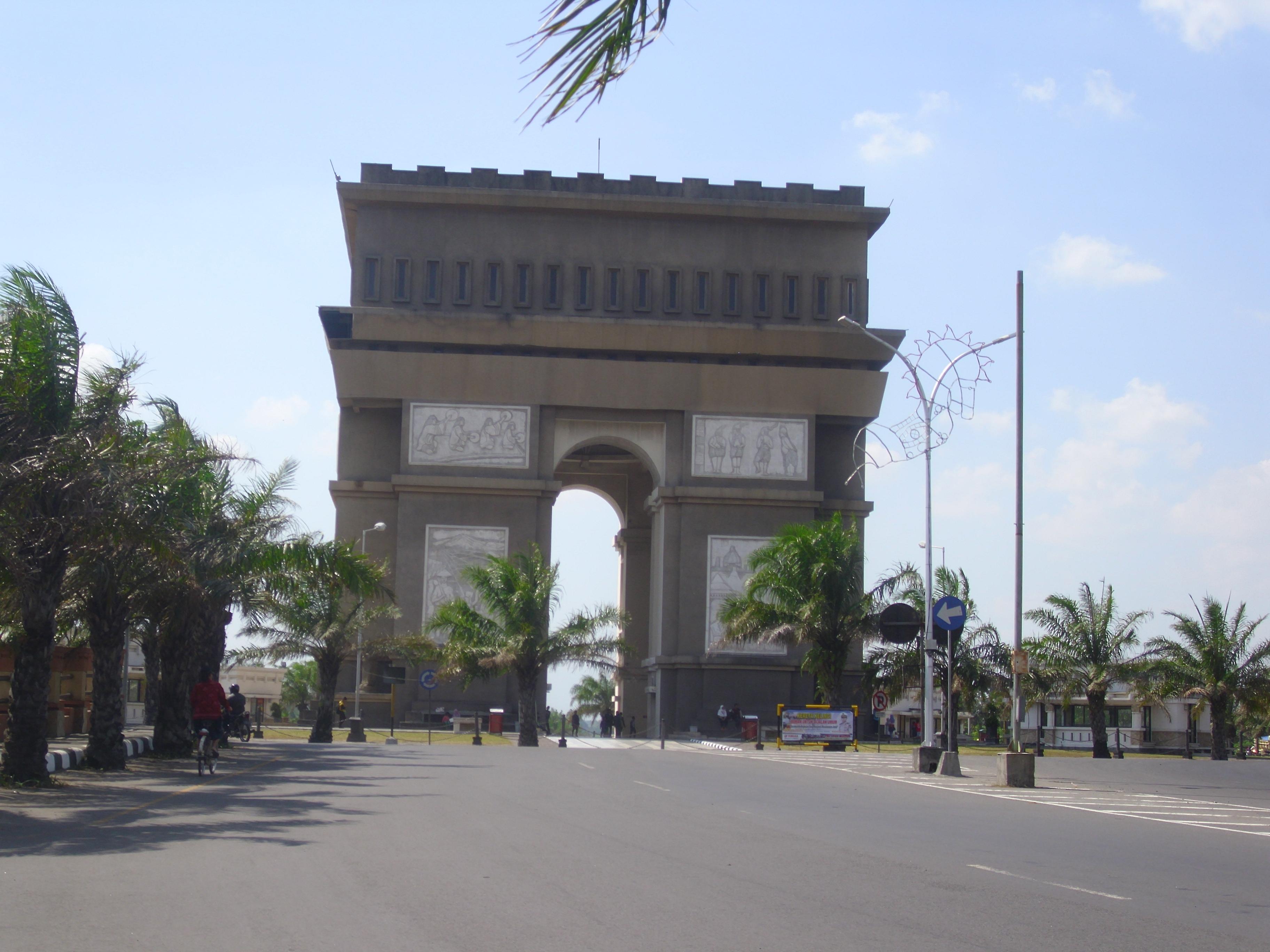 Arc De Triomphe Van Java Kediri Indah Sagst Siang Hari