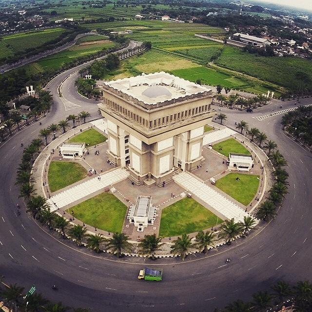 Beautiful World 51 Tempat Wisata Kabupaten Kediri Jawa Timur Monumen