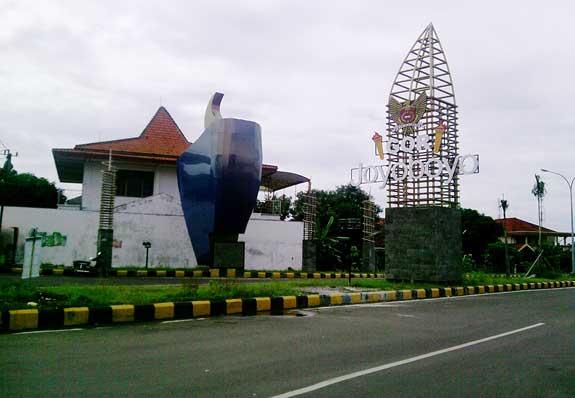 Gor Joyoboyo Title Monumen Syu Kab Kediri