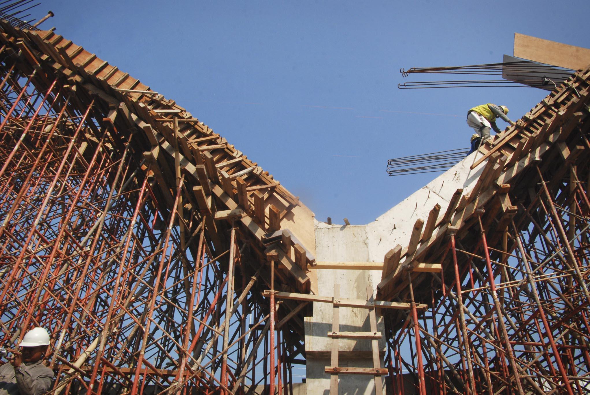 Monumen Berita Daerah Pembangunan Kudus Kota Kretek Syu Kab Kediri