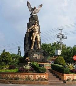 26 Daftar Tempat Wisata Kediri Jawa Timur Kamu Kunjungi Monumen