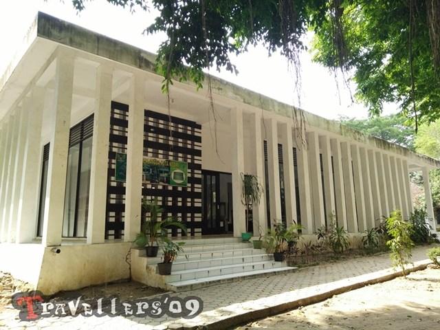 Museum Airlangga Kediri Travellers Luar Gedung Terdapat Sejumlah Arca Dwarapala