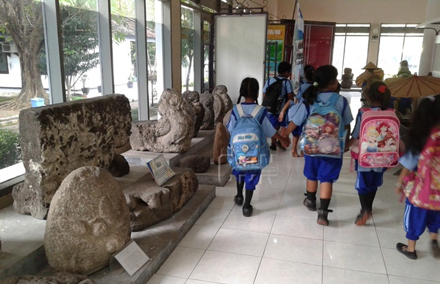 Museum Airlangga Simpan Peninggalan Kerajaan Kediri Cendana News Sejumlah Siswa