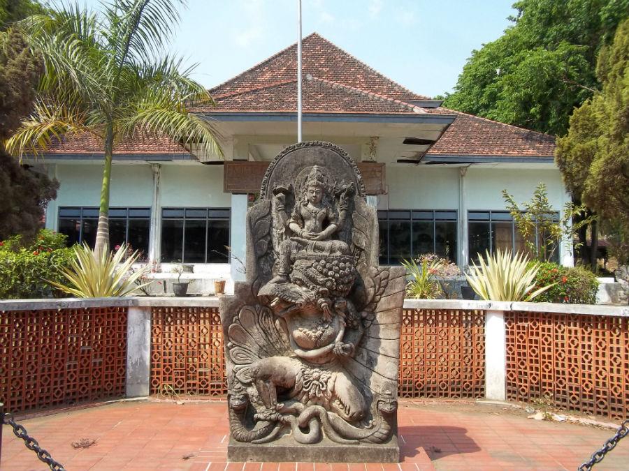 Www Jelajah Nesia Blogspot Museum Airlangga Kediri Memprihatinkan Musium Kab