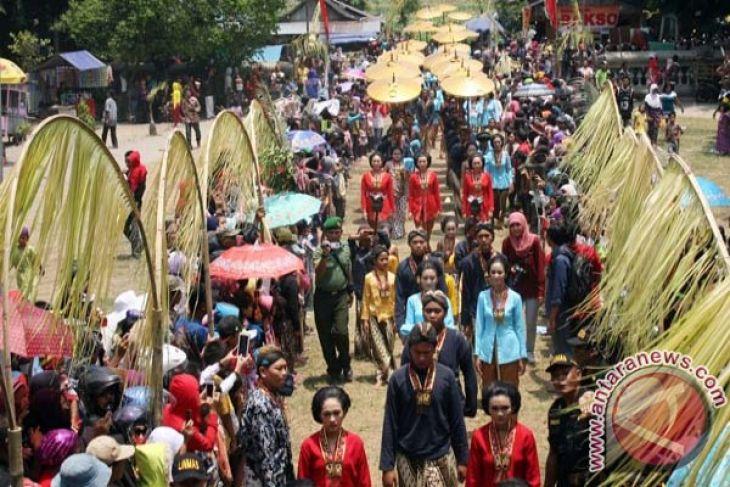 Kirab Jayabaya Kediri Antara News Petilasan Sri Aji Kab