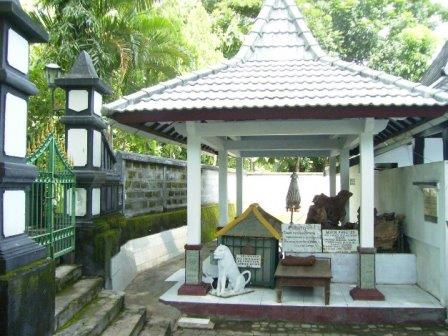 Tempat Wisata Kediri Seru Petilasan Prabu Sri Aji Jayabaya Kab