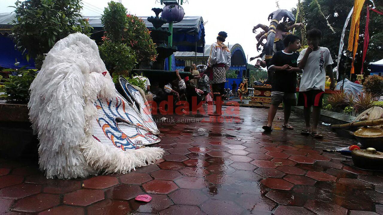Diguyur Hujan Peringatan Nyepi Kediri Tetap Ramai Pengunjung Adakitanews Kota