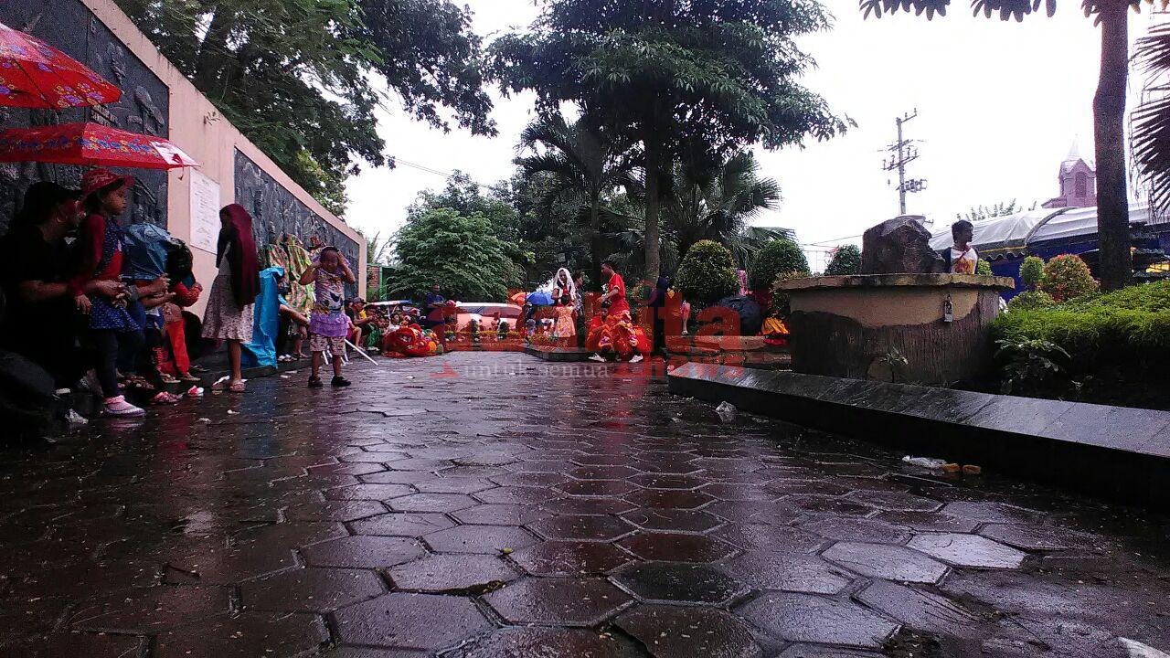 Diguyur Hujan Peringatan Nyepi Kediri Tetap Ramai Pengunjung Ketua Pelaksana