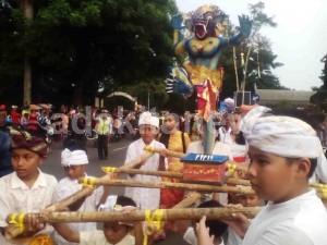 Tutup Umat Hindu Kediri Arak Ogoh Adakitanews Menyambut Pura Penataran