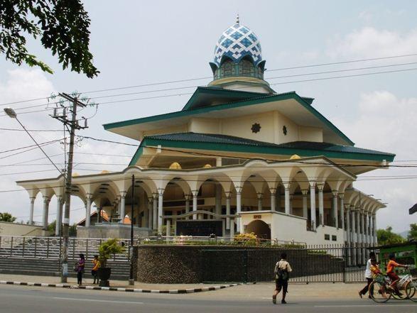 30 Tempat Wisata Kediri Jawa Timur Indah Wajib Dikunjungi Masjid