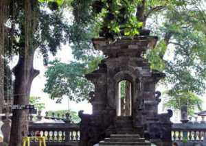Khasanah Budaya Indonesia Sendang Tirta Kamandanu Wisesatravel Gapura Kab Kediri