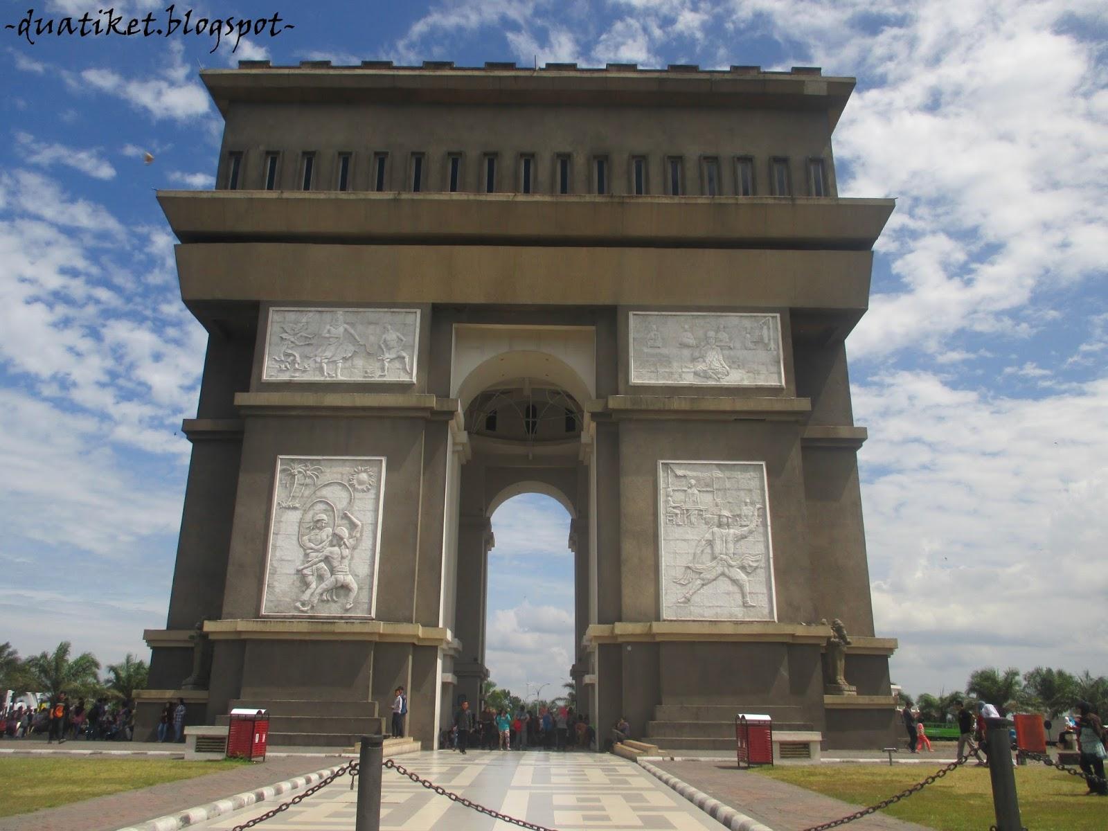 Duatiket Indonesia Travel Blog Monumen Slg Kembarannya Arc De Dinamakan