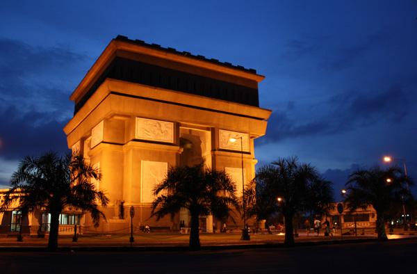 Jadi Ikon Wisata Kabupaten Kediri Monumen Slg Bersolek Simpang Lima