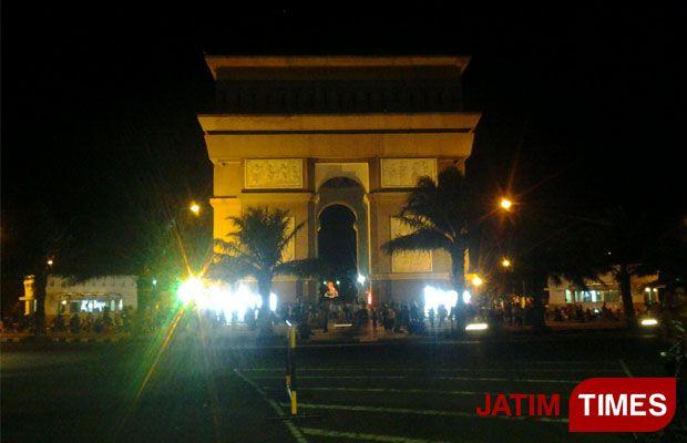 Lautan Manusia Padati Monumen Simpang Lima Gumul Kediri Suasana Kabupaten